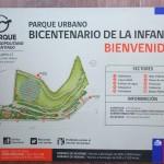 Placa de orientação na entrada do playground