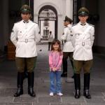 Já que erramos o dia da Troca da Guarda, mandamos ver na foto com os guardas!