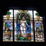 Um dos vitrais do Setor Sociedade
