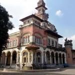 Vista lateral do Palácio com destaque para a fonte