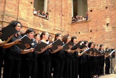 Dose tripla: Coro da OSESP na Pinacoteca durante a Virada Cultural